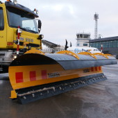 Clean the runways in airport with Meiren snoplow LES 03
