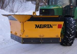 Traktori lumesahk VTSP on keskel oleva liigendi ja osalise plastikhõlmaga libliksahk.