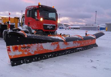 Der Flughafen-Schneepflug LES 8603 ist der größte und leistungsstärkste Pflug im Schneepflugsortiment von Meiren Snow.