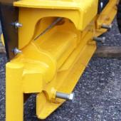 Skärhållare är försedda med en snabbkopplingsmekanism för gummiskär, vilket gör det möjligt att använda stål- och gummiskär samtidigt.