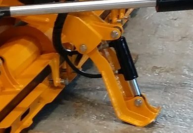 Hydraulic support leg for parallelogram