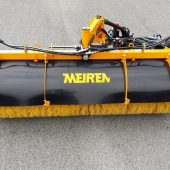 As an extra, the rotary broom can be equipped with water reservoirs and an electrical water pump